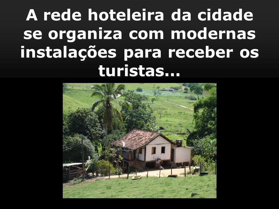 A rede hoteleira da cidade se organiza com modernas instalações para receber os turistas...