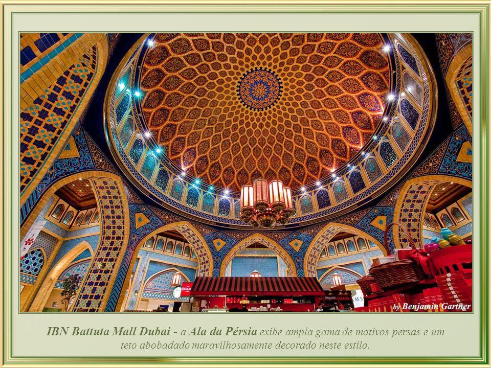 IBN Battuta Mall Dubai - a Ala da Pérsia exibe ampla gama de motivos persas e um teto abobadado maravilhosamente decorado neste estilo.