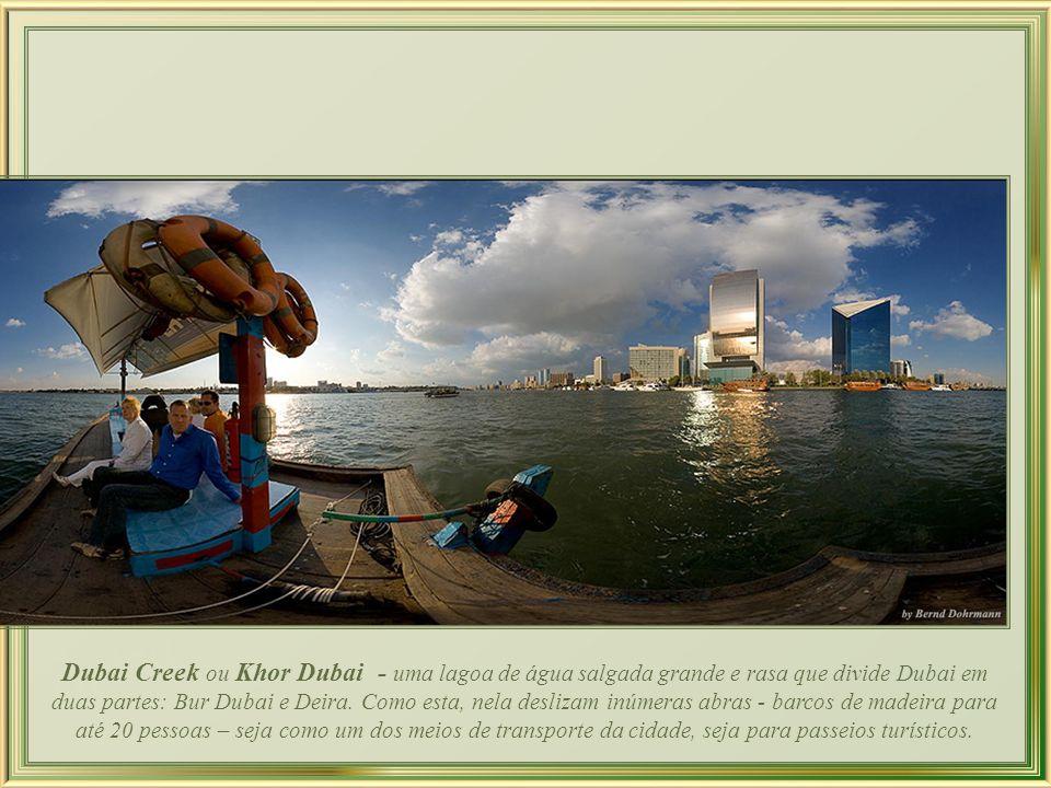Dubai Creek ou Khor Dubai - uma lagoa de água salgada grande e rasa que divide Dubai em duas partes: Bur Dubai e Deira.