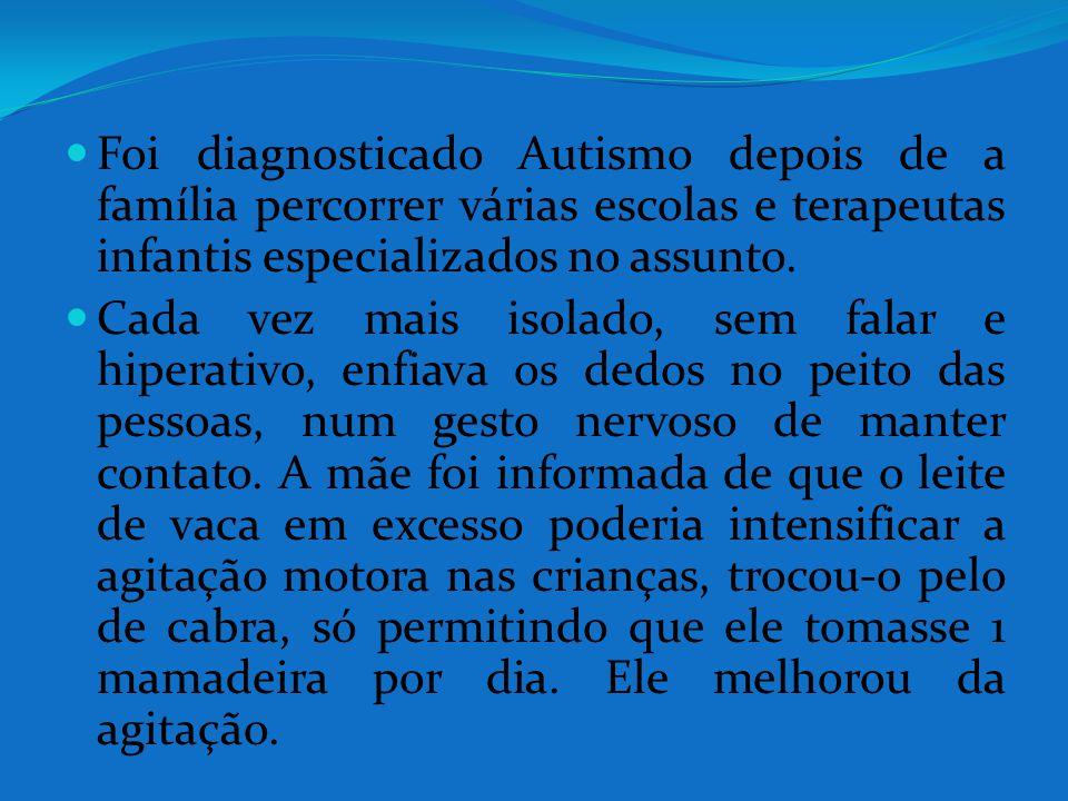 Foi diagnosticado Autismo depois de a família percorrer várias escolas e terapeutas infantis especializados no assunto.