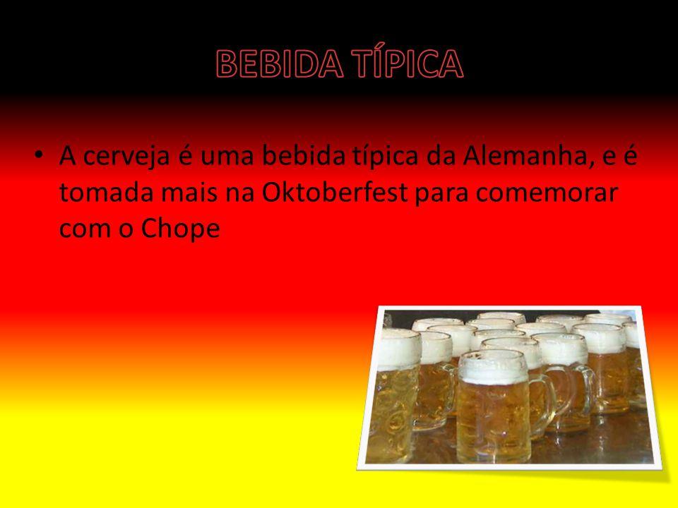 BEBIDA TÍPICA A cerveja é uma bebida típica da Alemanha, e é tomada mais na Oktoberfest para comemorar com o Chope.