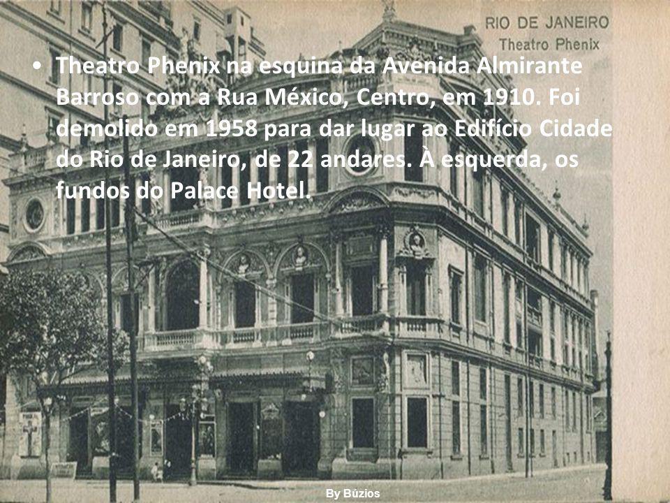 Theatro Phenix na esquina da Avenida Almirante Barroso com a Rua México, Centro, em 1910. Foi demolido em 1958 para dar lugar ao Edifício Cidade do Rio de Janeiro, de 22 andares. À esquerda, os fundos do Palace Hotel.