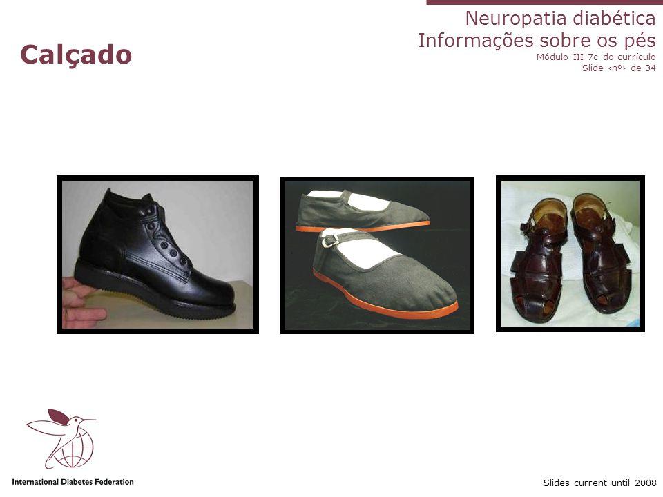 Calçado O calçado se tornou o tópico principal no programa de cuidados com os pés.