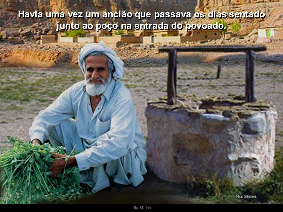 Havia uma vez um ancião que passava os dias sentado junto ao poço na entrada do povoado.
