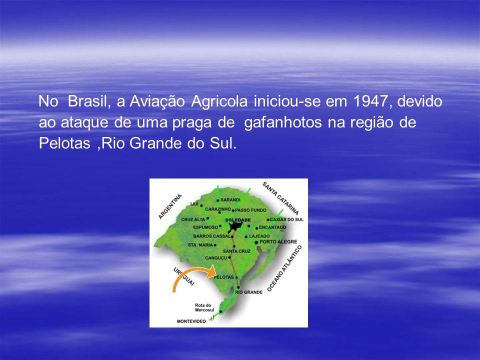 No Brasil, a Aviação Agricola iniciou-se em 1947, devido ao ataque de uma praga de gafanhotos na região de Pelotas ,Rio Grande do Sul.