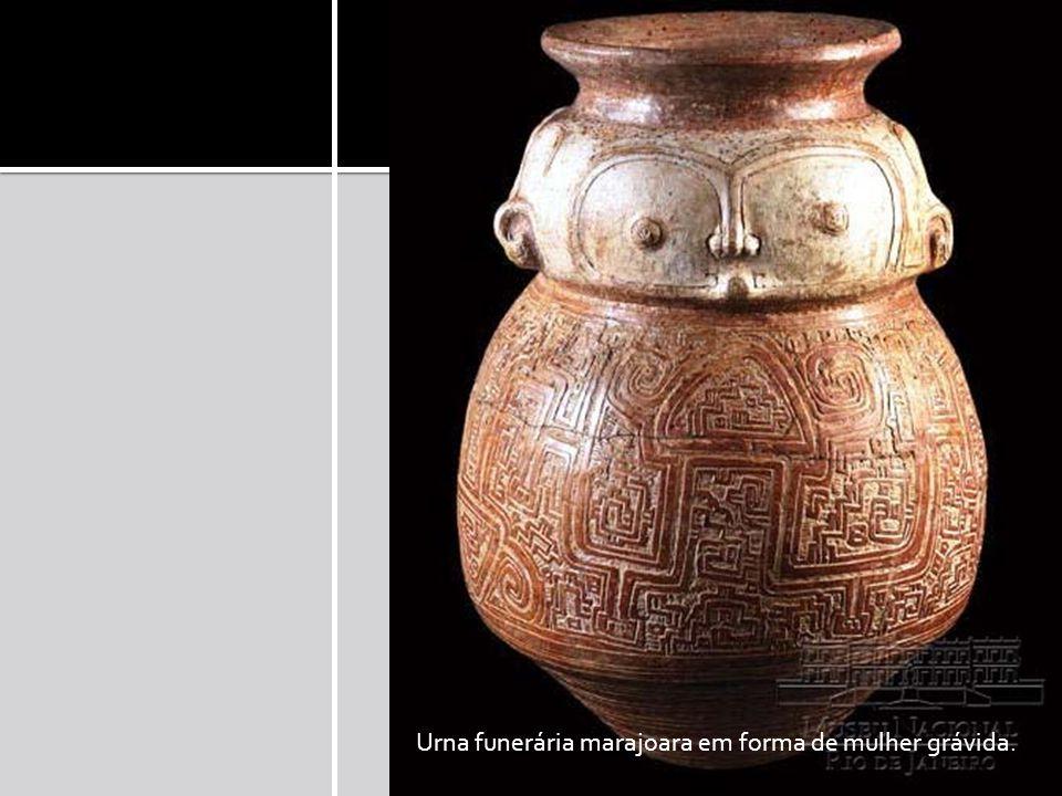 Urna funerária marajoara em forma de mulher grávida.