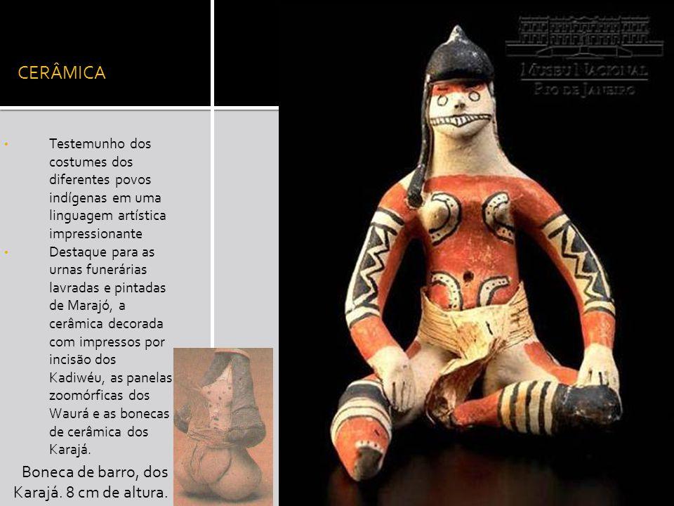 CERÂMICA Boneca de barro, dos Karajá. 8 cm de altura.