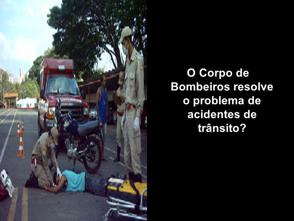 O Corpo de Bombeiros resolve o problema de acidentes de trânsito