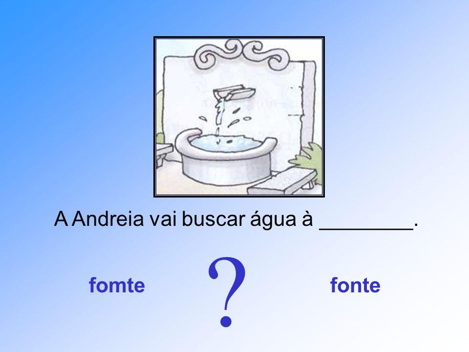 A Andreia vai buscar água à ________.