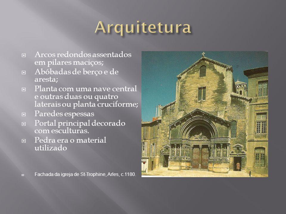 Arquitetura Arcos redondos assentados em pilares maciços;