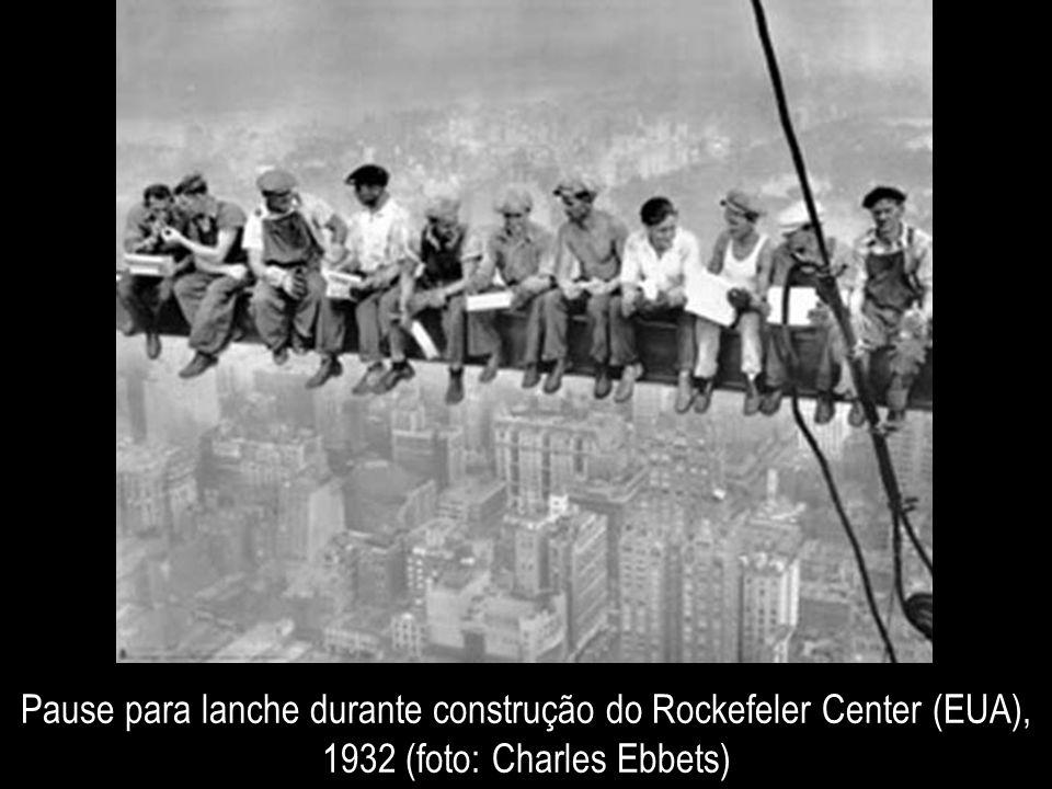 Pause para lanche durante construção do Rockefeler Center (EUA), 1932 (foto: Charles Ebbets)