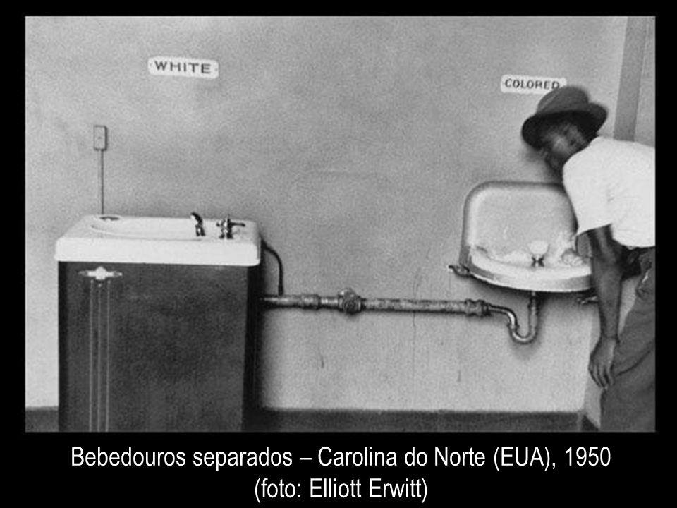Bebedouros separados – Carolina do Norte (EUA), 1950 (foto: Elliott Erwitt)