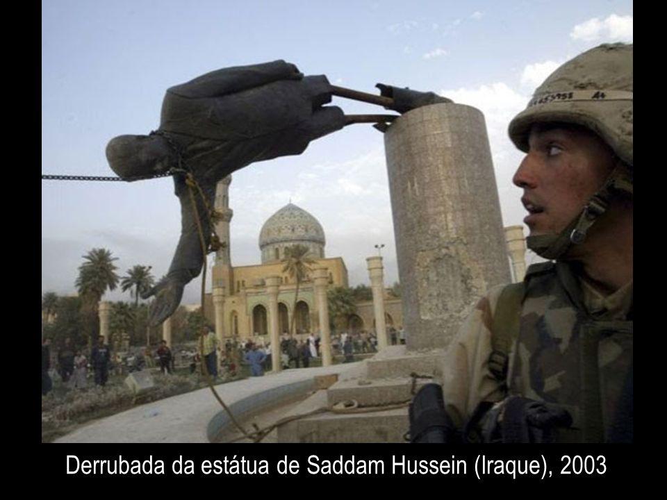 Derrubada da estátua de Saddam Hussein (Iraque), 2003