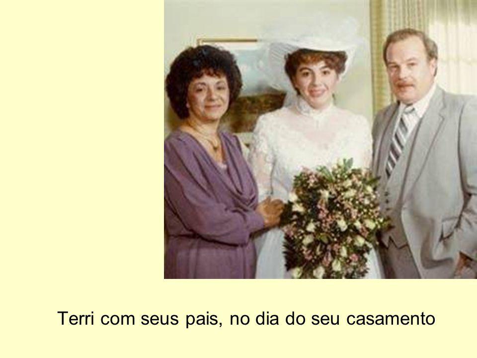 Terri com seus pais, no dia do seu casamento