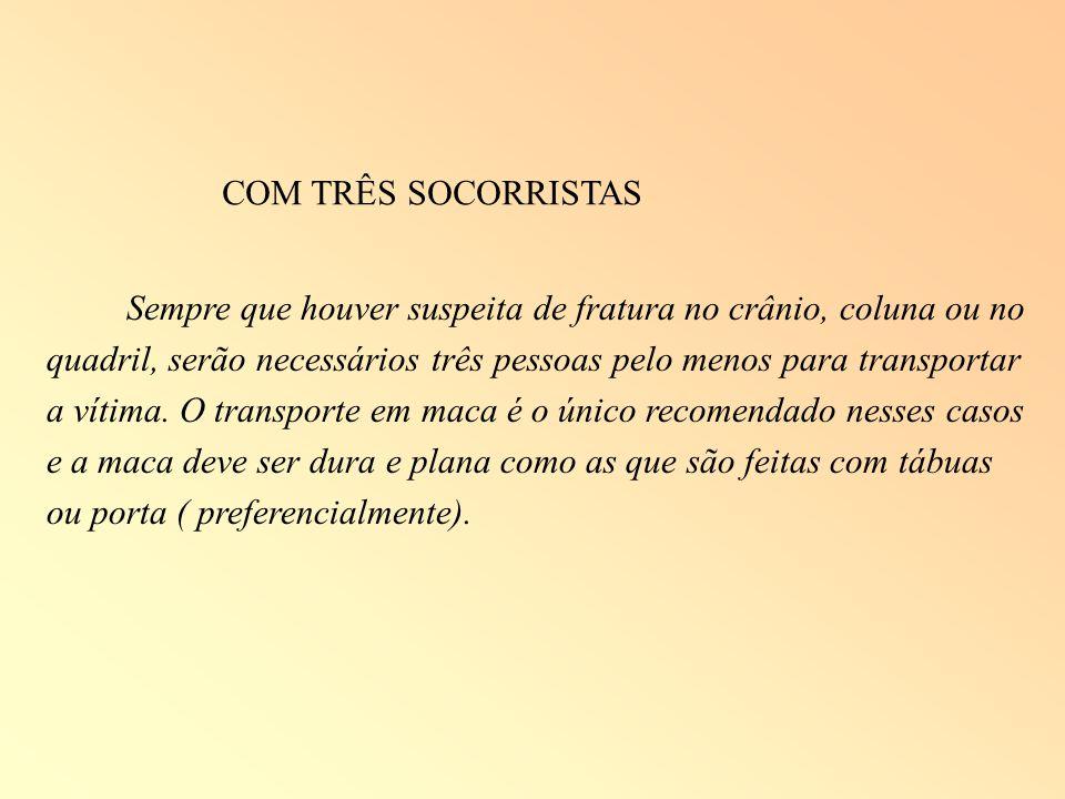 COM TRÊS SOCORRISTAS
