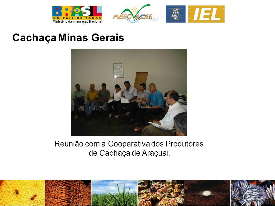 Reunião com a Cooperativa dos Produtores de Cachaça de Araçuaí.