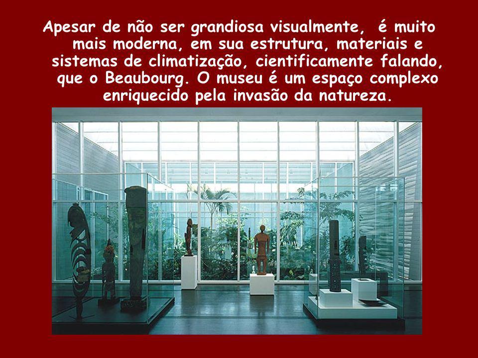 Apesar de não ser grandiosa visualmente, é muito mais moderna, em sua estrutura, materiais e sistemas de climatização, cientificamente falando, que o Beaubourg.