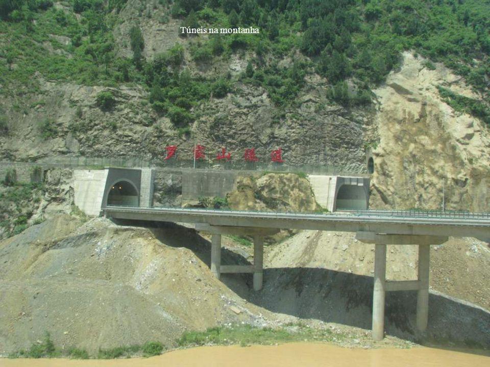 Túneis na montanha