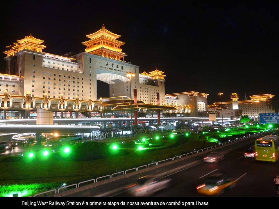 Beijing West Railway Station é a primeira etapa da nossa aventura de combóio para Lhasa