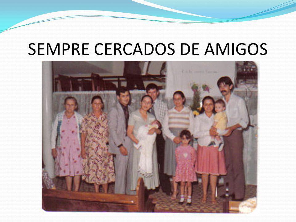 SEMPRE CERCADOS DE AMIGOS