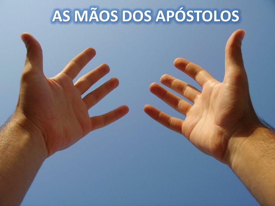 AS MÃOS DOS APÓSTOLOS