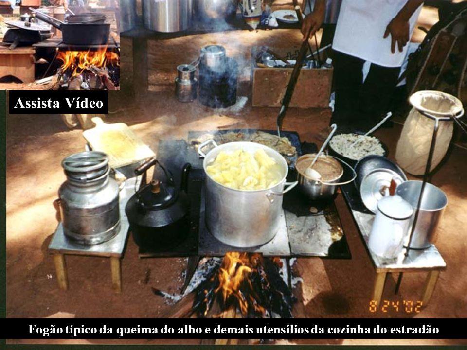 Assista Vídeo Fogão típico da queima do alho e demais utensílios da cozinha do estradão