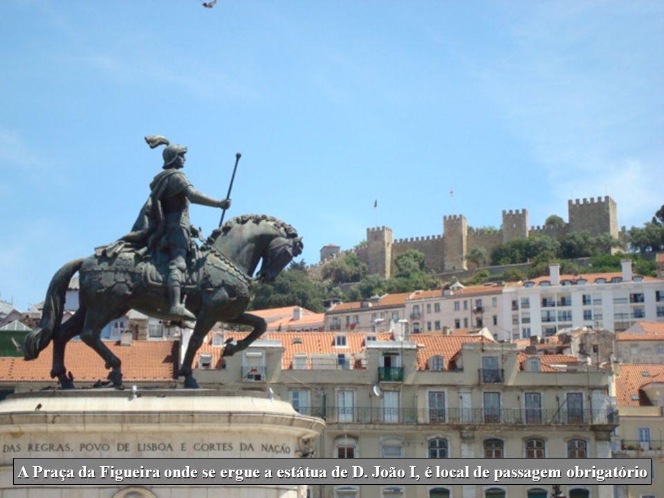 A Praça da Figueira onde se ergue a estátua de D
