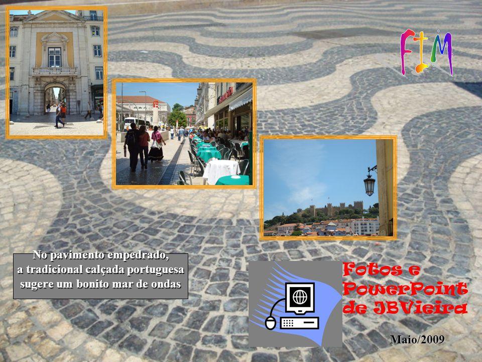 FIM Fotos e PowerPoint de JBVieira No pavimento empedrado,
