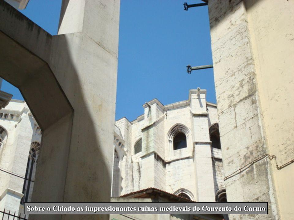 Sobre o Chiado as impressionantes ruínas medievais do Convento do Carmo