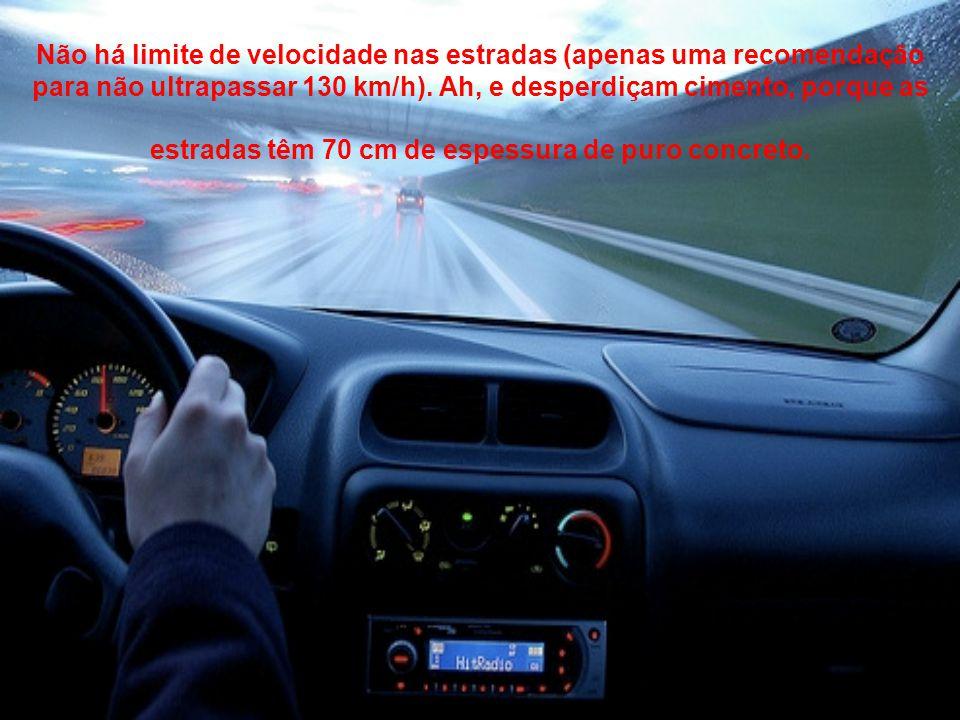 Não há limite de velocidade nas estradas (apenas uma recomendação para não ultrapassar 130 km/h).