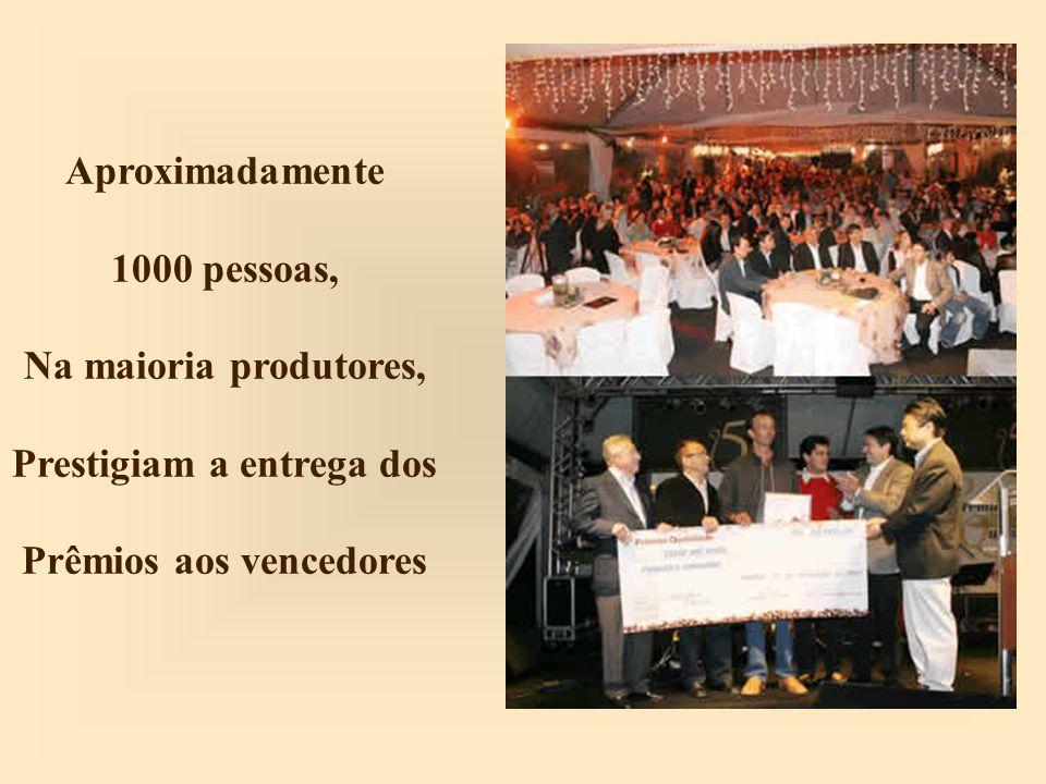 Prestigiam a entrega dos Prêmios aos vencedores