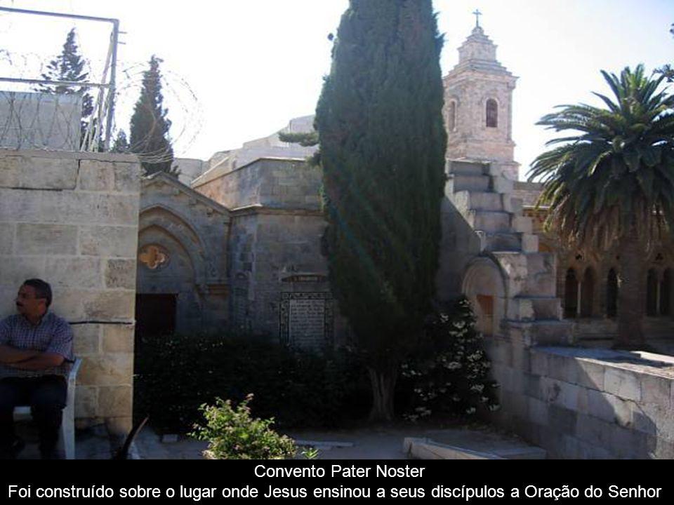 Convento Pater Noster Foi construído sobre o lugar onde Jesus ensinou a seus discípulos a Oração do Senhor.