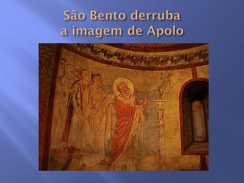 São Bento derruba a imagem de Apolo