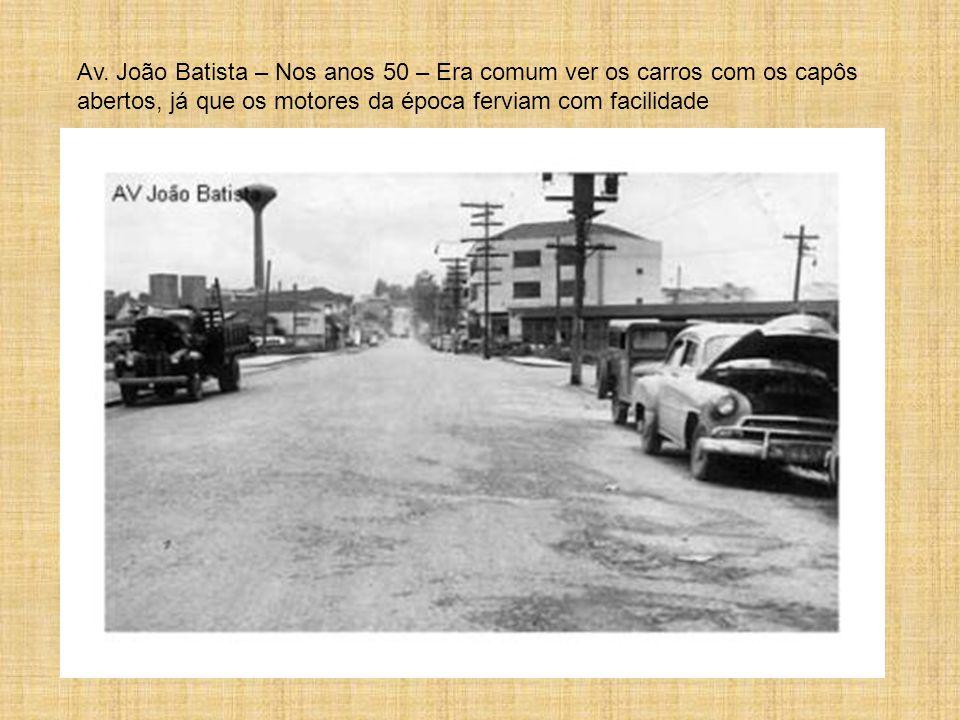 Av. João Batista – Nos anos 50 – Era comum ver os carros com os capôs