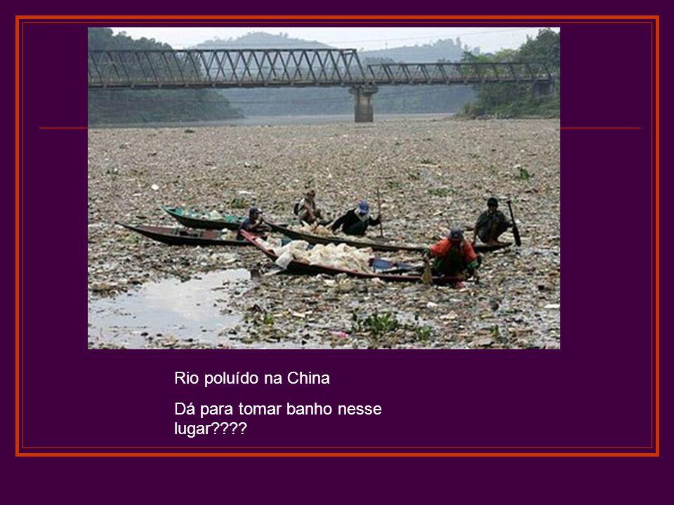 Rio poluído na China Dá para tomar banho nesse lugar