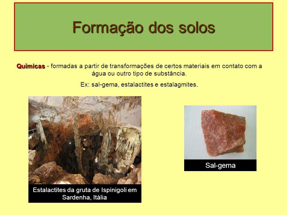 Formação dos solos Químicas - formadas a partir de transformações de certos materiais em contato com a água ou outro tipo de substância.