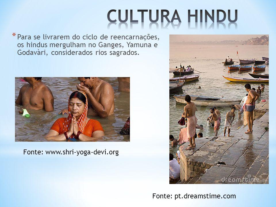 CULTURA HINDU Para se livrarem do ciclo de reencarnações, os hindus mergulham no Ganges, Yamuna e Godavàri, considerados rios sagrados.