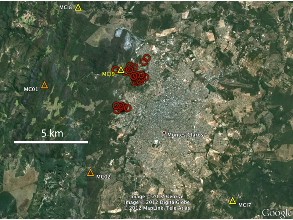 5 km Epicentros (círculos vermelhos) dos sismos NATURAIS detectados entre junho e outubro de 2012. Triângulos são estações sismográficas.