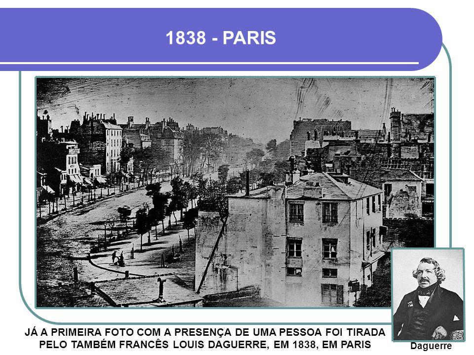 1838 - PARIS JÁ A PRIMEIRA FOTO COM A PRESENÇA DE UMA PESSOA FOI TIRADA PELO TAMBÉM FRANCÊS LOUIS DAGUERRE, EM 1838, EM PARIS.