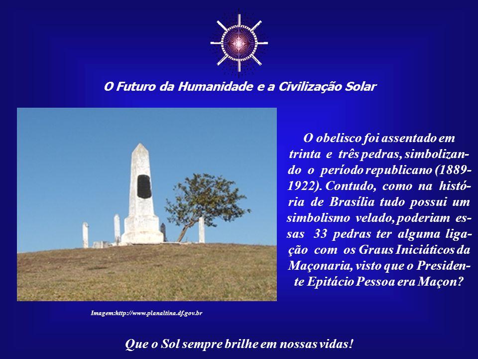 ☼ O obelisco foi assentado em trinta e três pedras, simbolizan-