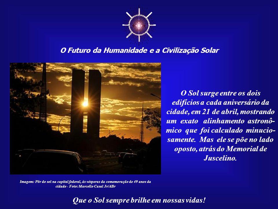 ☼ O Sol surge entre os dois edifícios a cada aniversário da