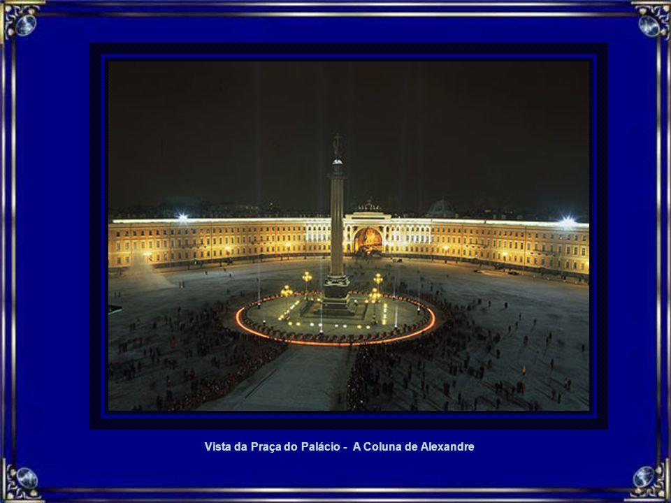Vista da Praça do Palácio - A Coluna de Alexandre