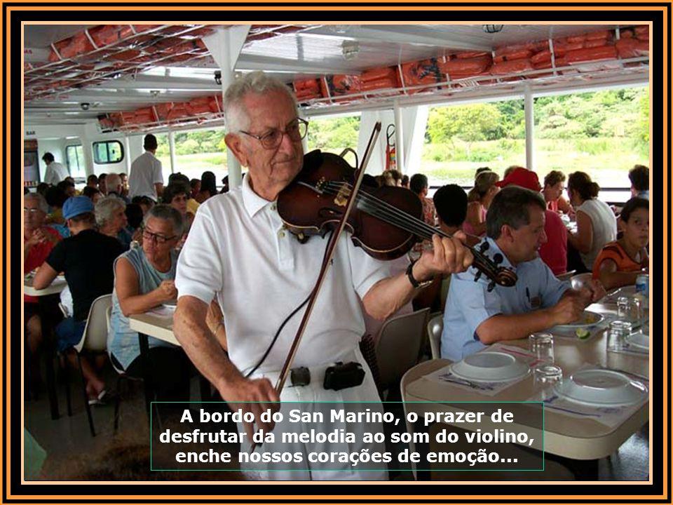 A bordo do San Marino, o prazer de desfrutar da melodia ao som do violino, enche nossos corações de emoção...