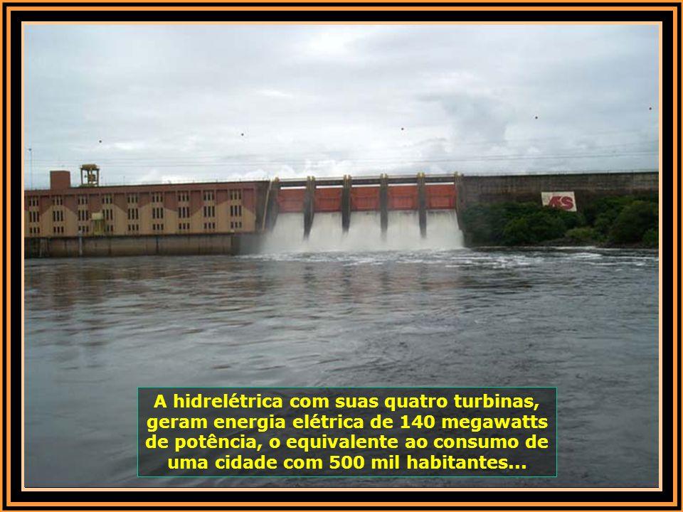 A hidrelétrica com suas quatro turbinas, geram energia elétrica de 140 megawatts de potência, o equivalente ao consumo de uma cidade com 500 mil habitantes...