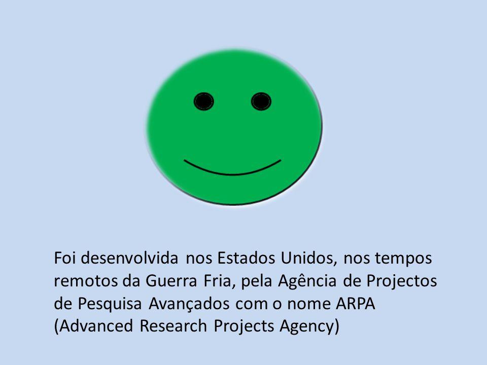 Foi desenvolvida nos Estados Unidos, nos tempos remotos da Guerra Fria, pela Agência de Projectos de Pesquisa Avançados com o nome ARPA (Advanced Research Projects Agency)