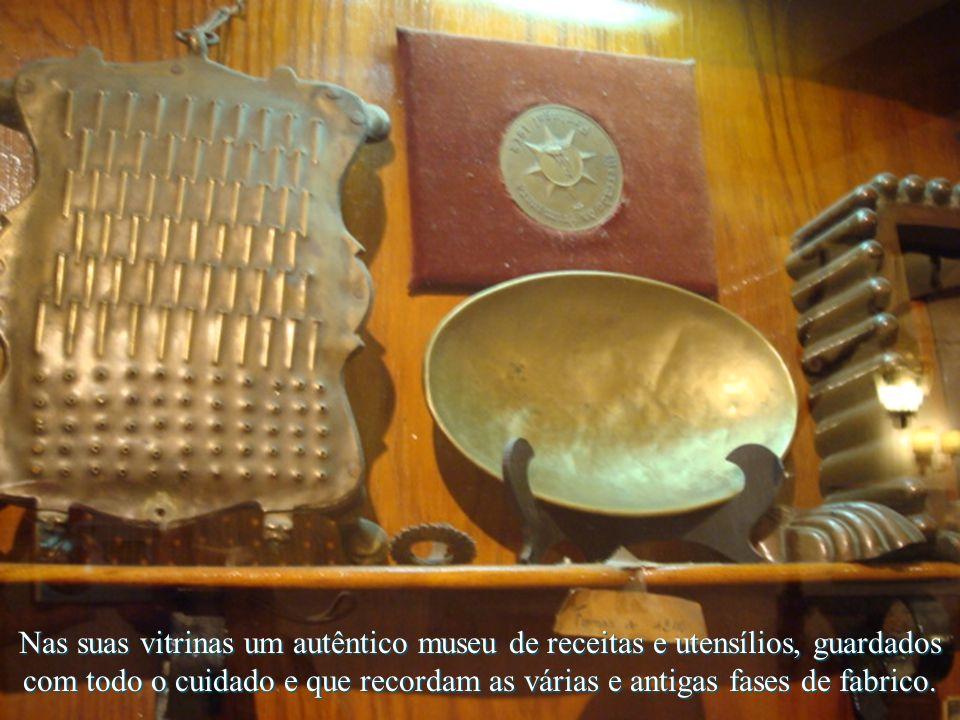 Nas suas vitrinas um autêntico museu de receitas e utensílios, guardados com todo o cuidado e que recordam as várias e antigas fases de fabrico.