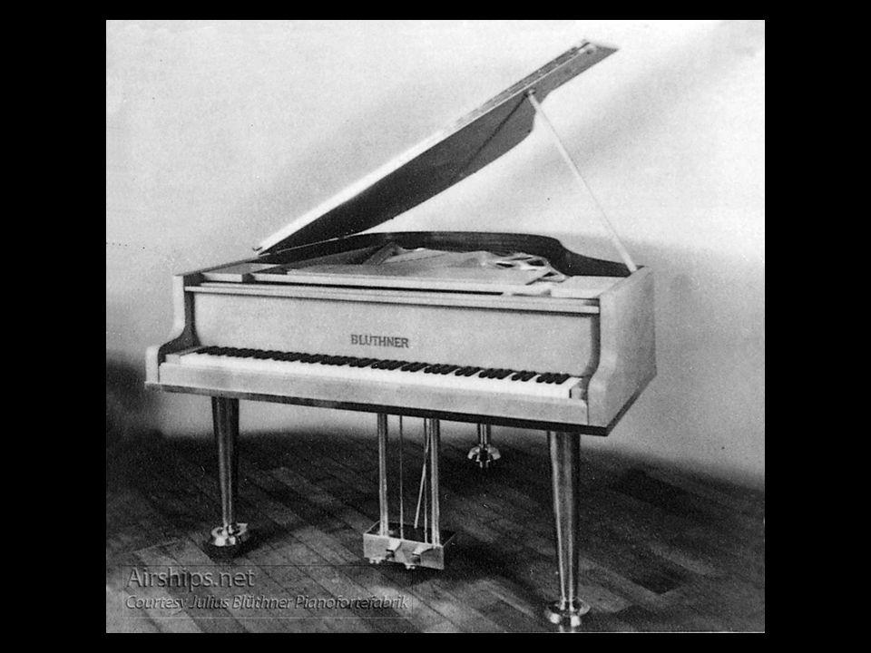 Entre os luxos introduzidos no Hindenburg, estava um piano Blüthner, especialmente fabricado em alumínio, e que pesava apenas 162 Kg.