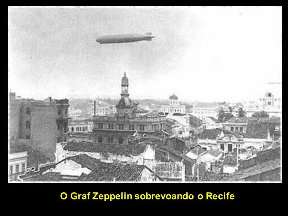 O Graf Zeppelin sobrevoando o Recife