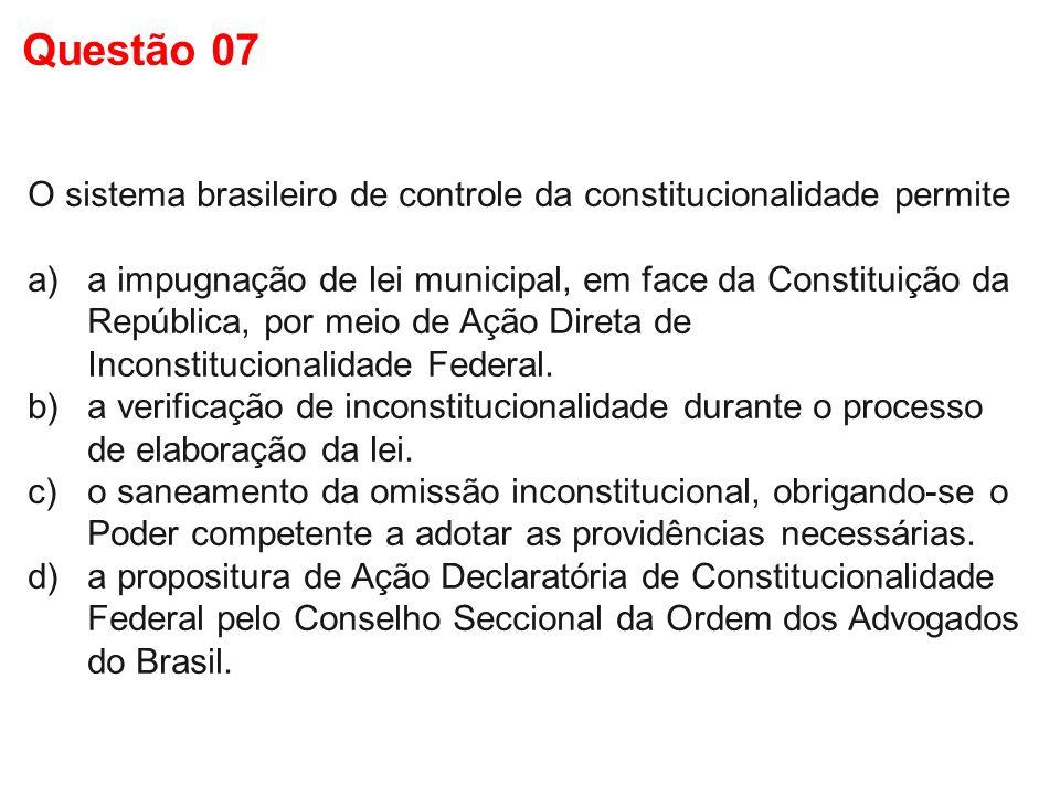 Questão 07 O sistema brasileiro de controle da constitucionalidade permite.