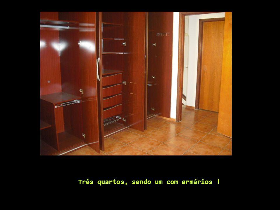 Três quartos, sendo um com armários !
